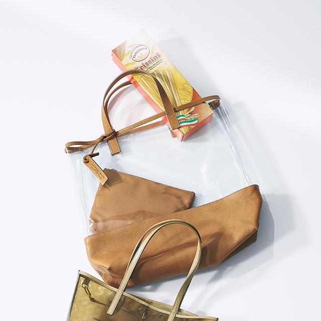 PVC素材のマーケットバッグ ¥28,000/ウィム ガゼット 青山店(マルコ マージ)