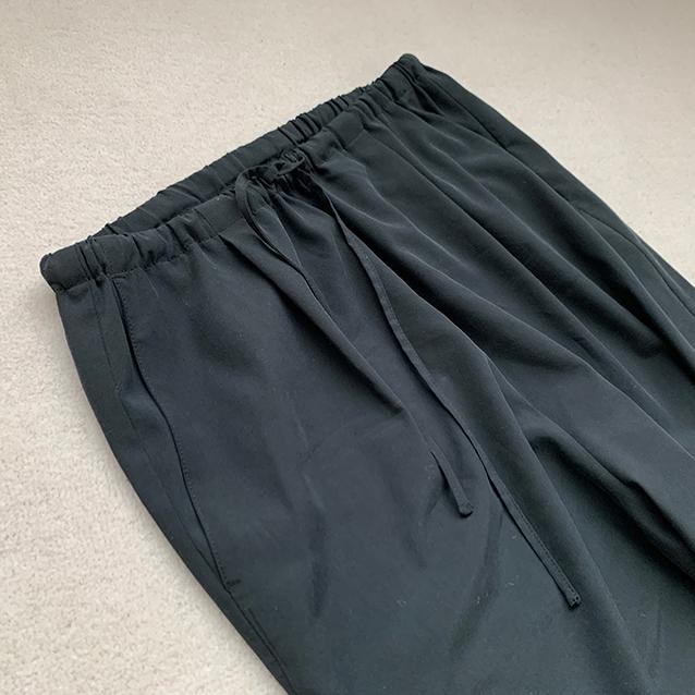 定番の黒パンツを極める!今っぽく、おしゃれで、美脚見えする黒パンツコーデまとめ|40代ファッション_1_17