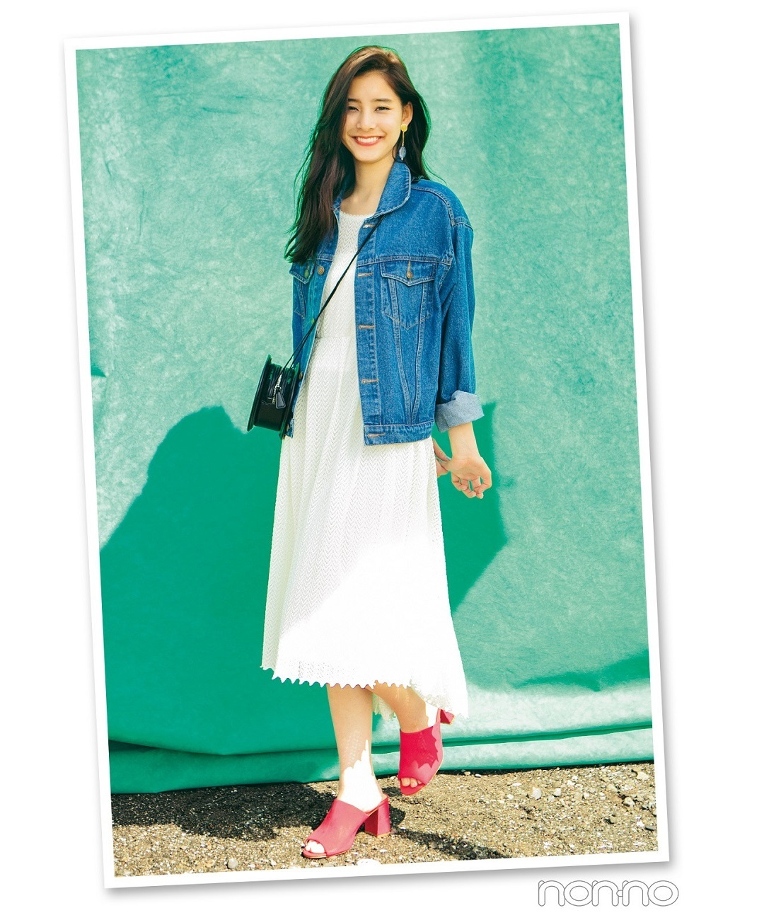 【夏のワンピースコーデ】新木優子は、好バランス白レースワンピでカジュアルミックスコーデ!
