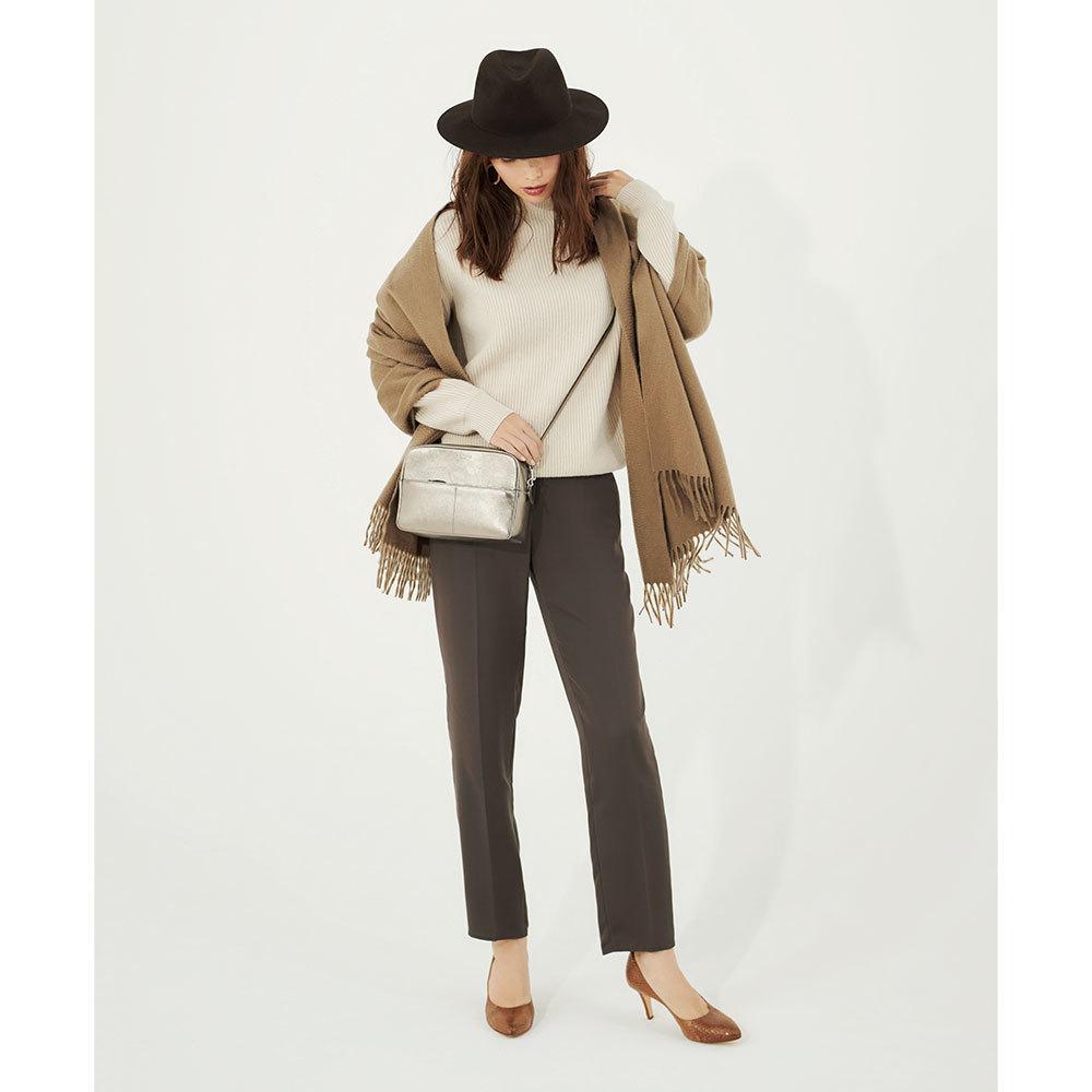 ミドルゲージニット×パンツのファッションコーデ