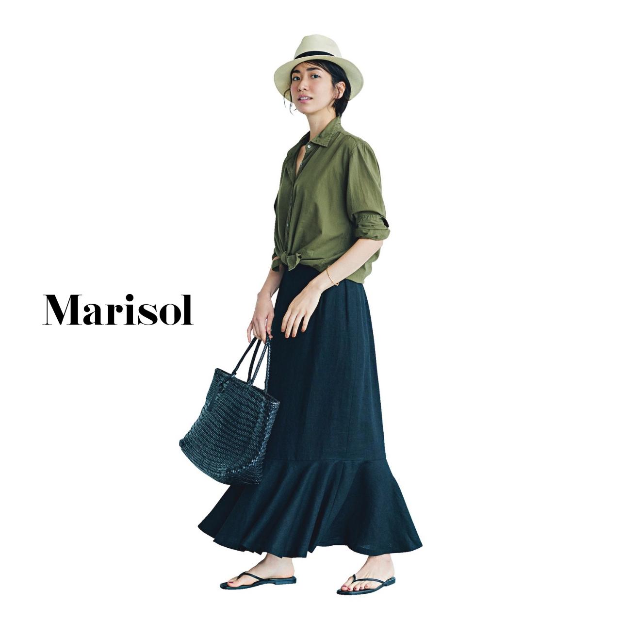 40代ファッション カーキシャツ×マキシ黒スカート コーデ