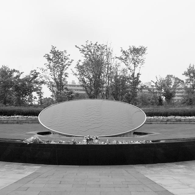 「芝生型」はA3用紙くらいの大きさの墓標