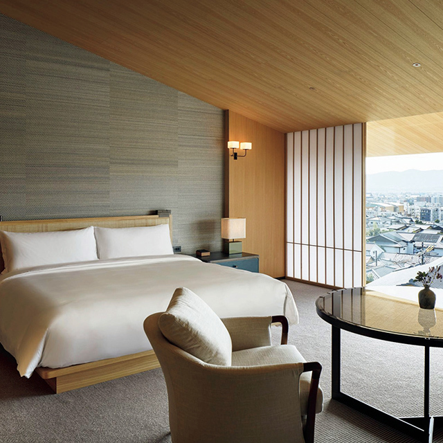 八坂の塔や京都の街並み、夕焼けが楽しめる客室