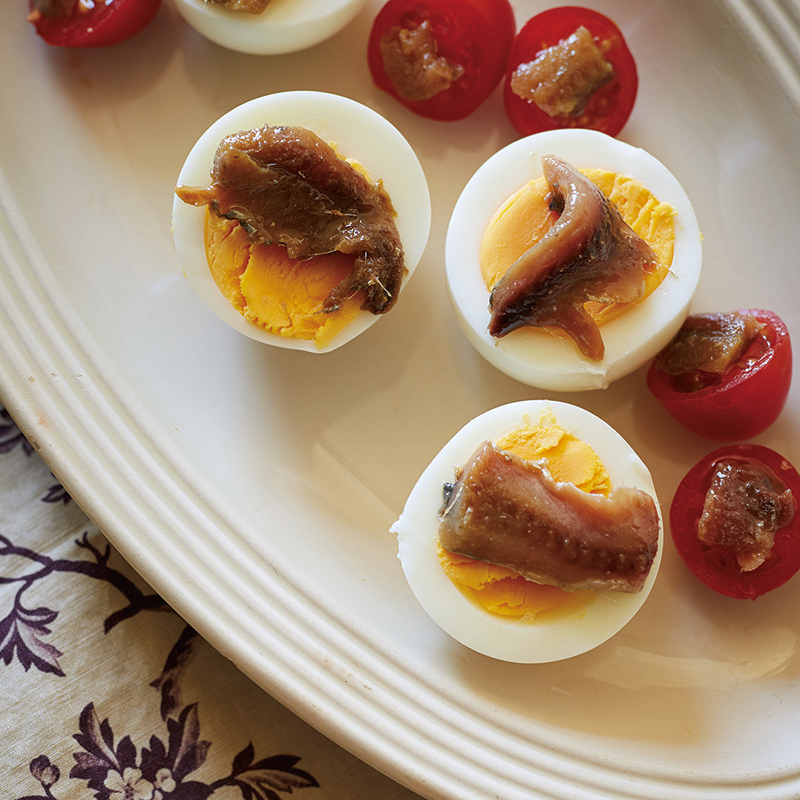 ミニトマトとゆで卵のアンチョビのせ
