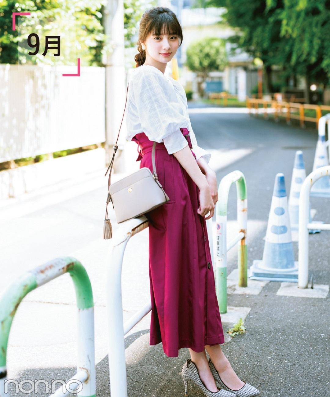 新川優愛が着る白ブラウス×パープルロングスカート秋コーデ