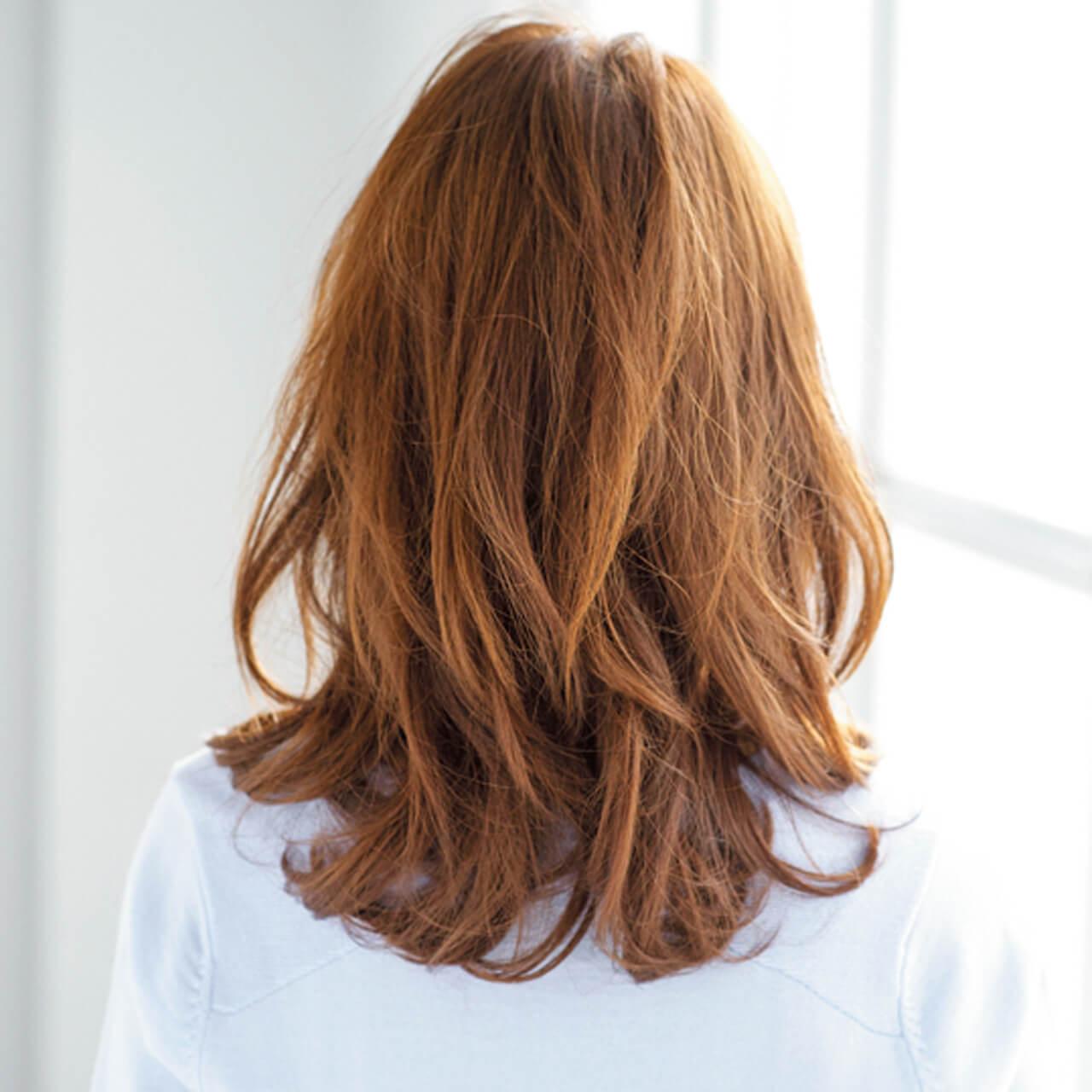 目力強調バングで、40代の可愛らしさを引き出すミディアムヘア【40代のミディアムヘア】_1_4