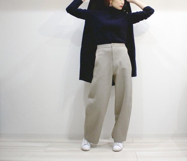 UNIQLOのワイドパンツで40代の美脚足長スタイル_1_3