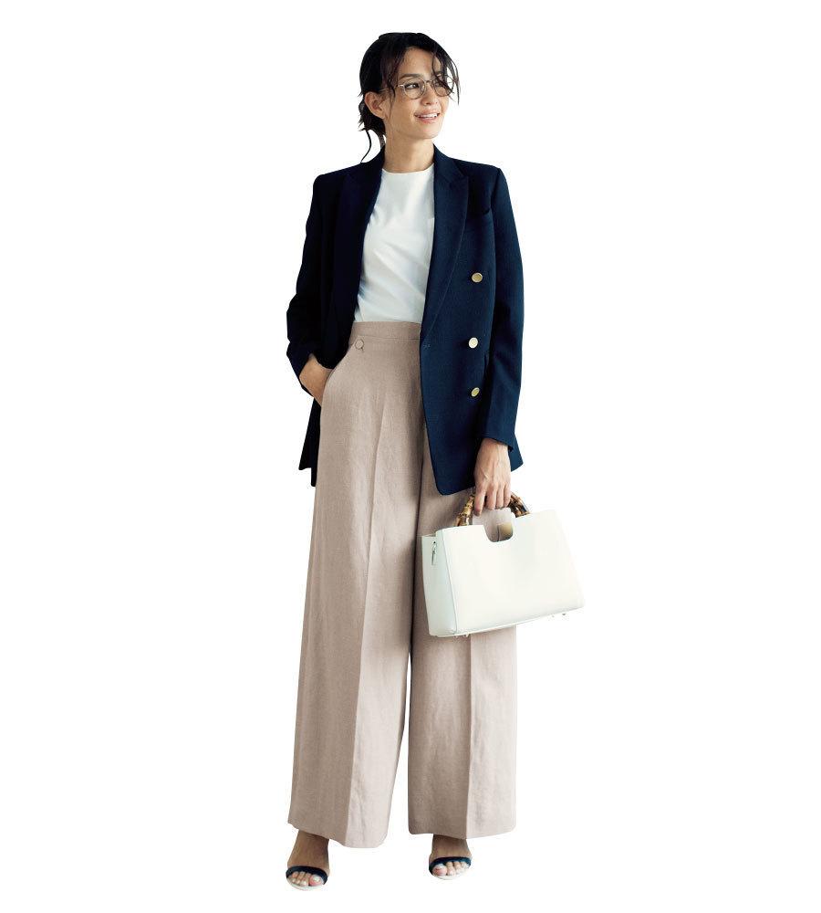 トレンド服を着慣れた雰囲気にしてくれるのも【紺ブレ】の良いところ