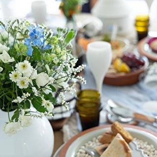 白とブルー系のお花で爽やかに!