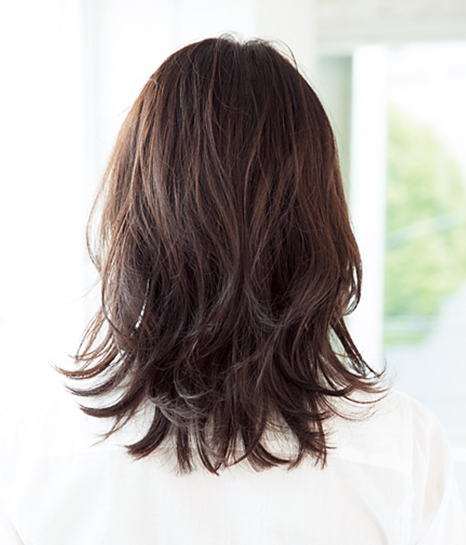 ミディアムヘアを脱コンサバにするのは毛先の外ハネ!【40代のミディアムヘア】_1_3