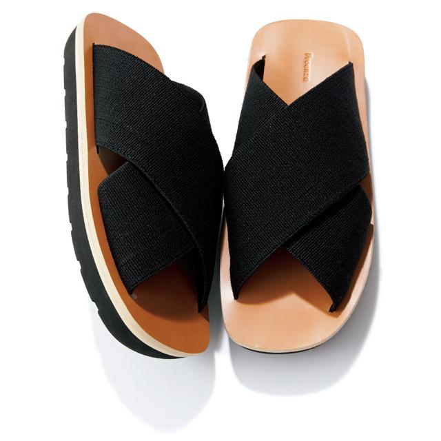 靴(H3cm)¥61,600/ゲストリスト(プロエンザ スクーラー/ハウント代官山)