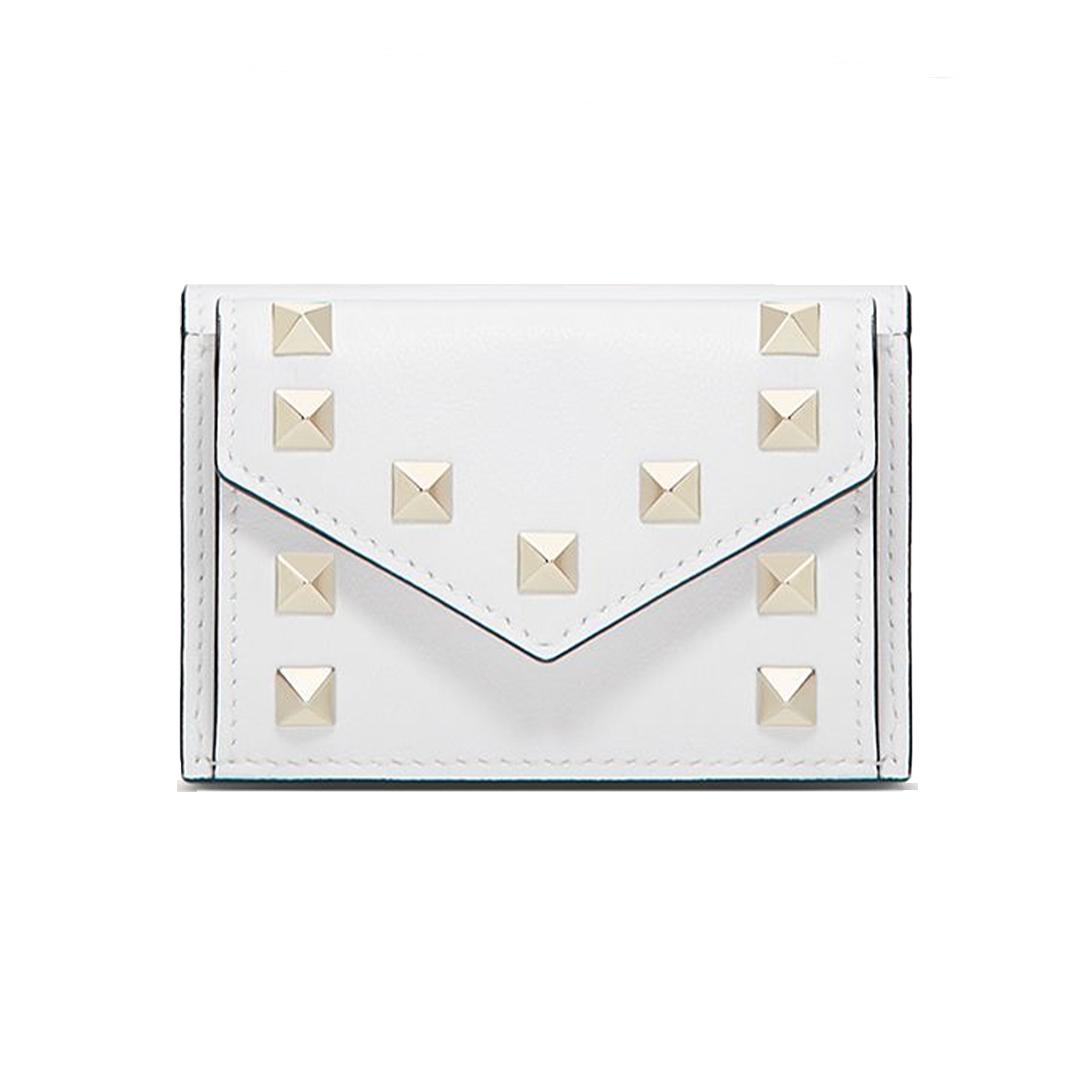 三つ折り財布「ロックスタッズ スモール ウォレット」¥49500/ヴァレンティノインフォメーションデスク(ヴァレンティノ ガラヴァーニ)