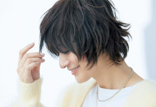 【富岡佳子さんの最新ヘア】ダブルバング×トップのパーマでこなれ感と女性らしさを