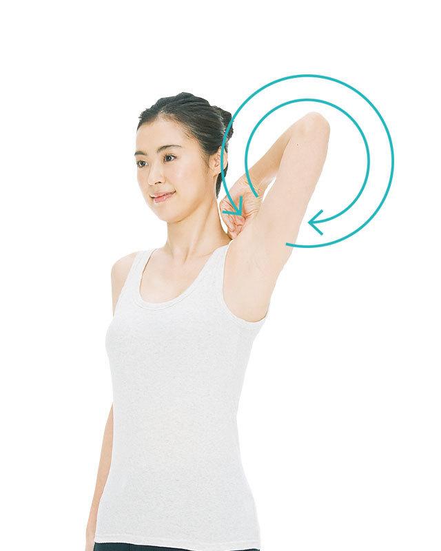 肩甲骨を意識し、肘で大きく円を描くように回す。前回し、後ろ回し各3〜5回。座って行ってもOK。
