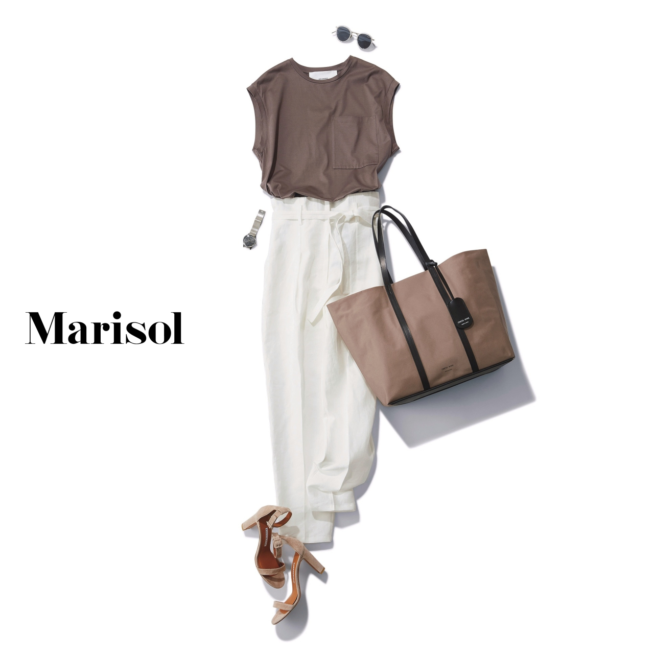 40代ファッション ベージュTシャツ×白パンツコーデ