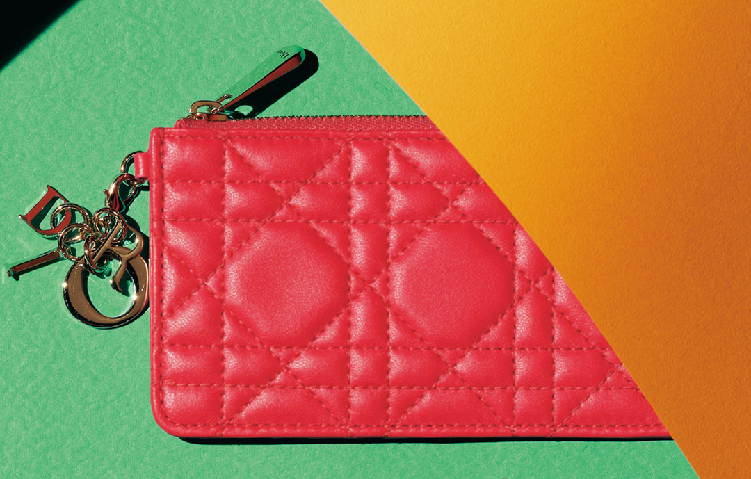 Diorのポケットフラグメントケース