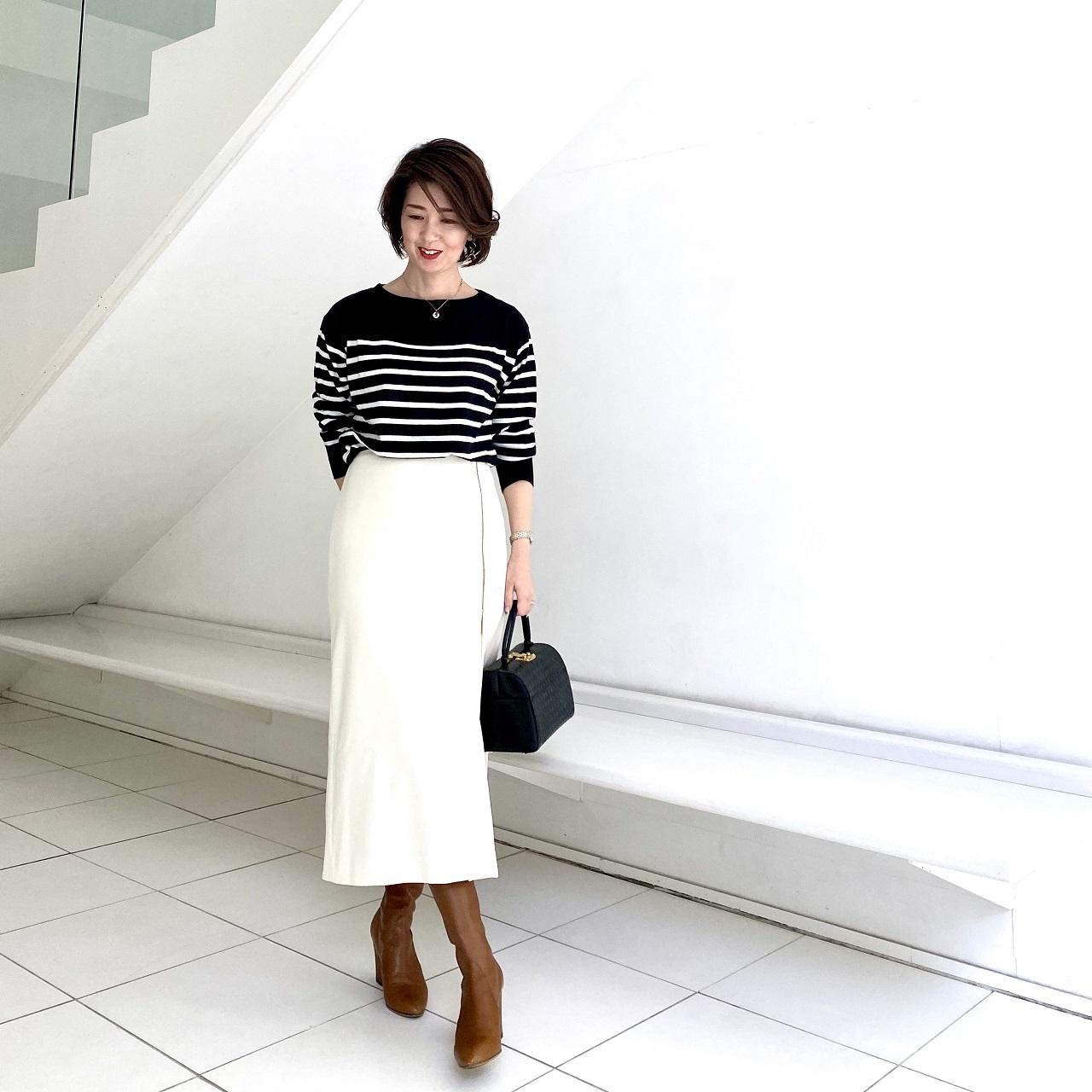 広がりすぎないナロースカートですっきり見え_1_2