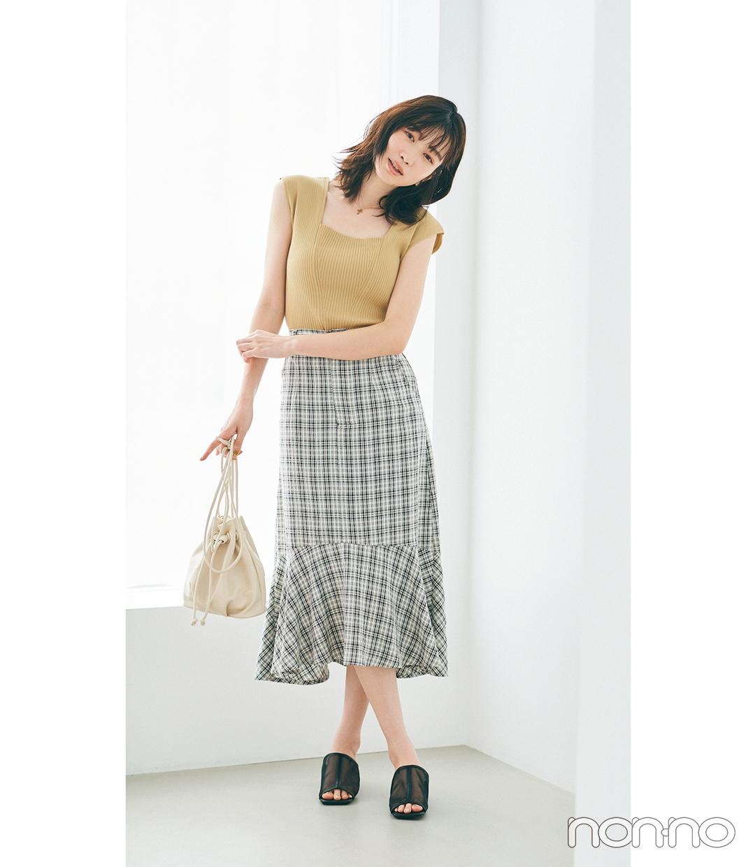 岡本夏美のぴたノースリ×マーメイドスカートコーデ2