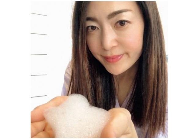 毛穴汚れをオフし、毛根を活性化しながら極上のツヤ髪に
