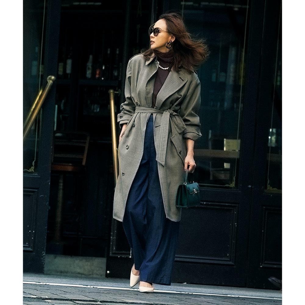 トレンチコート×ネイビーパンツのファッションコーデ