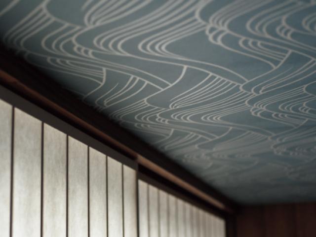伝統意匠を天井壁紙にも