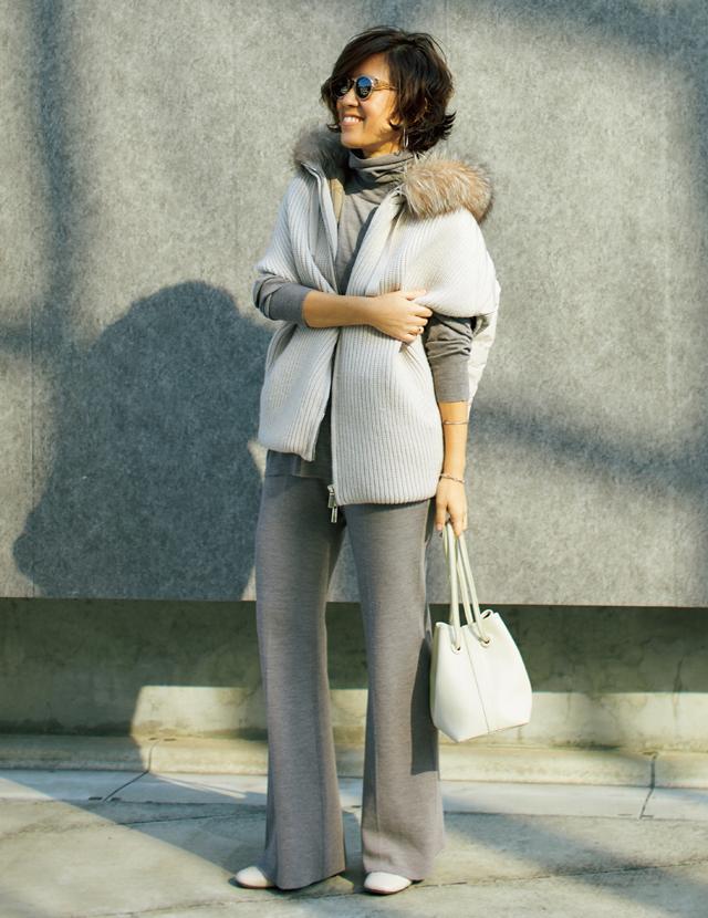 大草直子さんのフェミニンスタイル しなやかなニットパンツをエレガントに着こなす