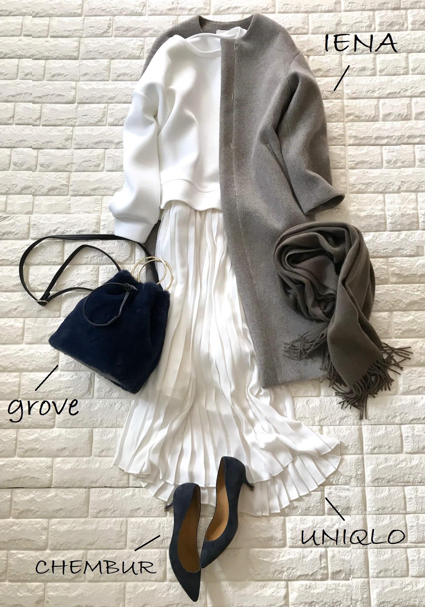 VISのプルオーバーと白いスカートを合わせたコーデ