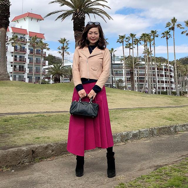 マゼンダピンクの華やかなスカート