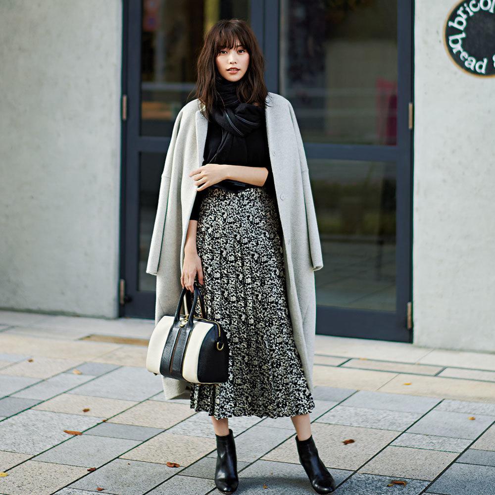 ファッション 黒ニット×プリーツスカートコーデ