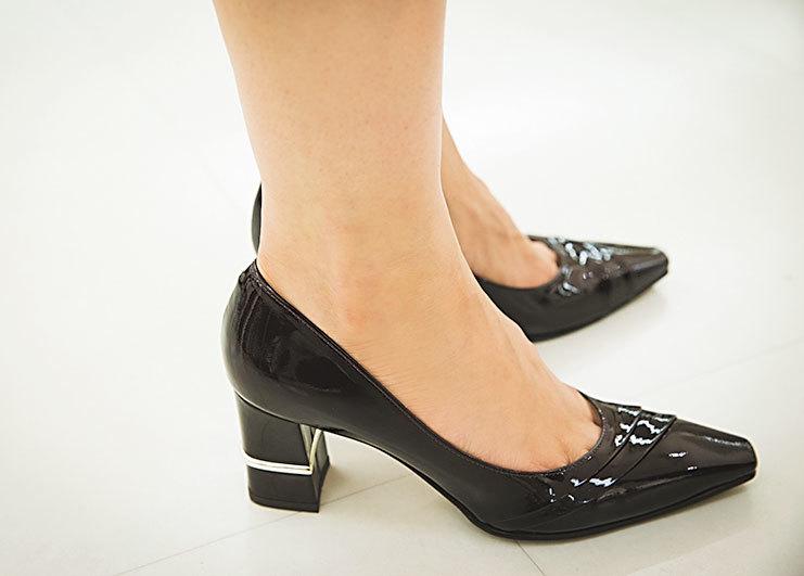 もう、どう選んでいいか分からない!「ヒール靴」選びの正解【40代おしゃれの小悩み】_1_4-7