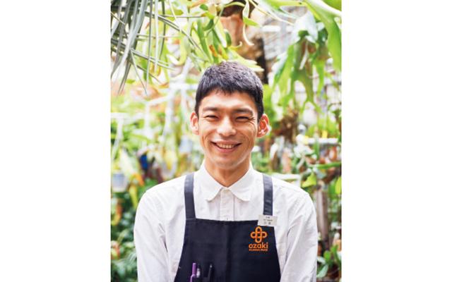 観葉植物担当の百瀬謙太郎さん。