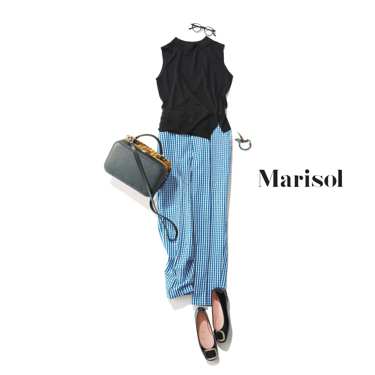 40代ファッション 黒カットソー×ギンガムチェック柄パンツコーデ