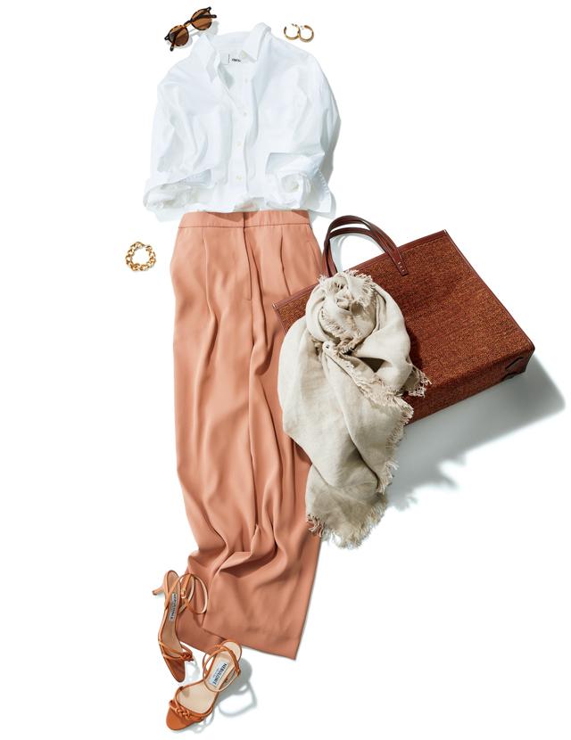 優美なパンツ+白シャツで洗練されたスタイルに