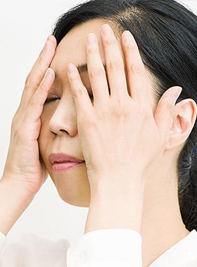 <p><strong>●フワッフワッテク</strong><br></p> 「デトックス」化粧水は、手のひら全体を使い、軽いタッチでなじませる。押しつけたりせず、フワッフワッとリズミカルに。