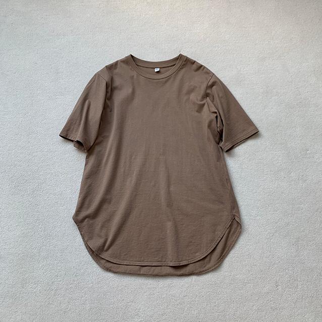 ▲「ユニクロ」のスムースコットンラウンドヘムロングT(半袖) ¥1,500
