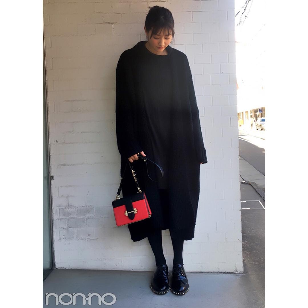 岡本杏理の冬の黒コーデ♡ ROSE BUDの赤バッグがアクセント【モデルの私服スナップ】_1_2-1