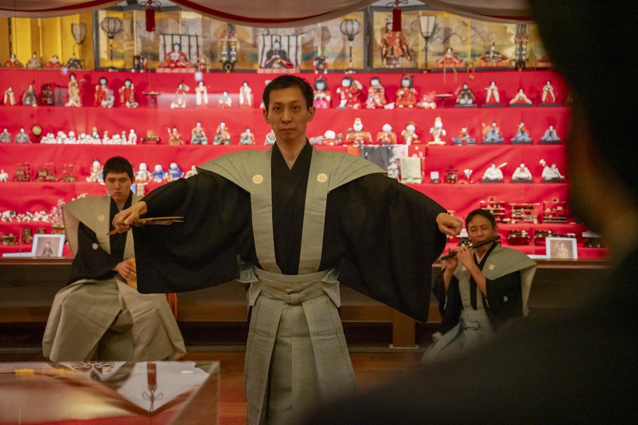 展示室内で特別に披露された本物の五人囃子と仕舞。撮影/秋田大輔