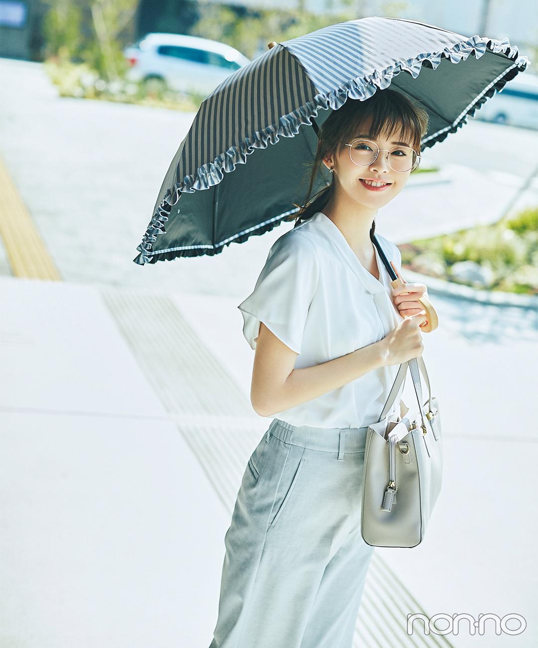 日差しが強い日の通勤は日傘やサングラスを味方に【毎日コーデ】