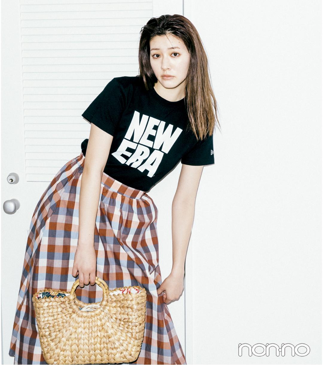 スポーツロゴTシャツ、ロングスカートと合わせるのがトレンド!_1_2-2