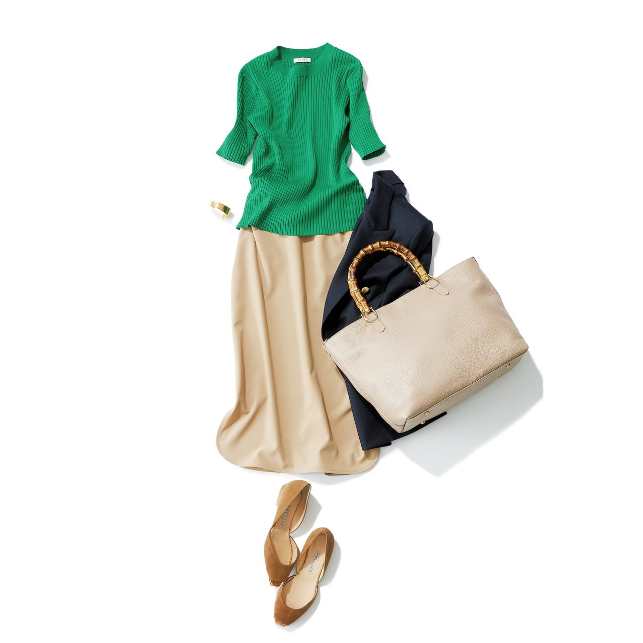 ベージュスカート×グリーン色ニットのファッションコーデ