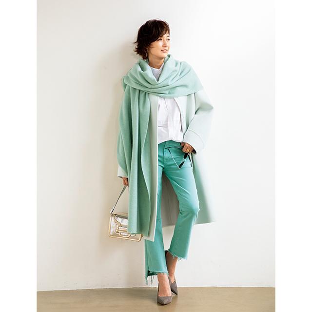 富岡佳子がまとう「ミントカラー」のグラデーションコーデ