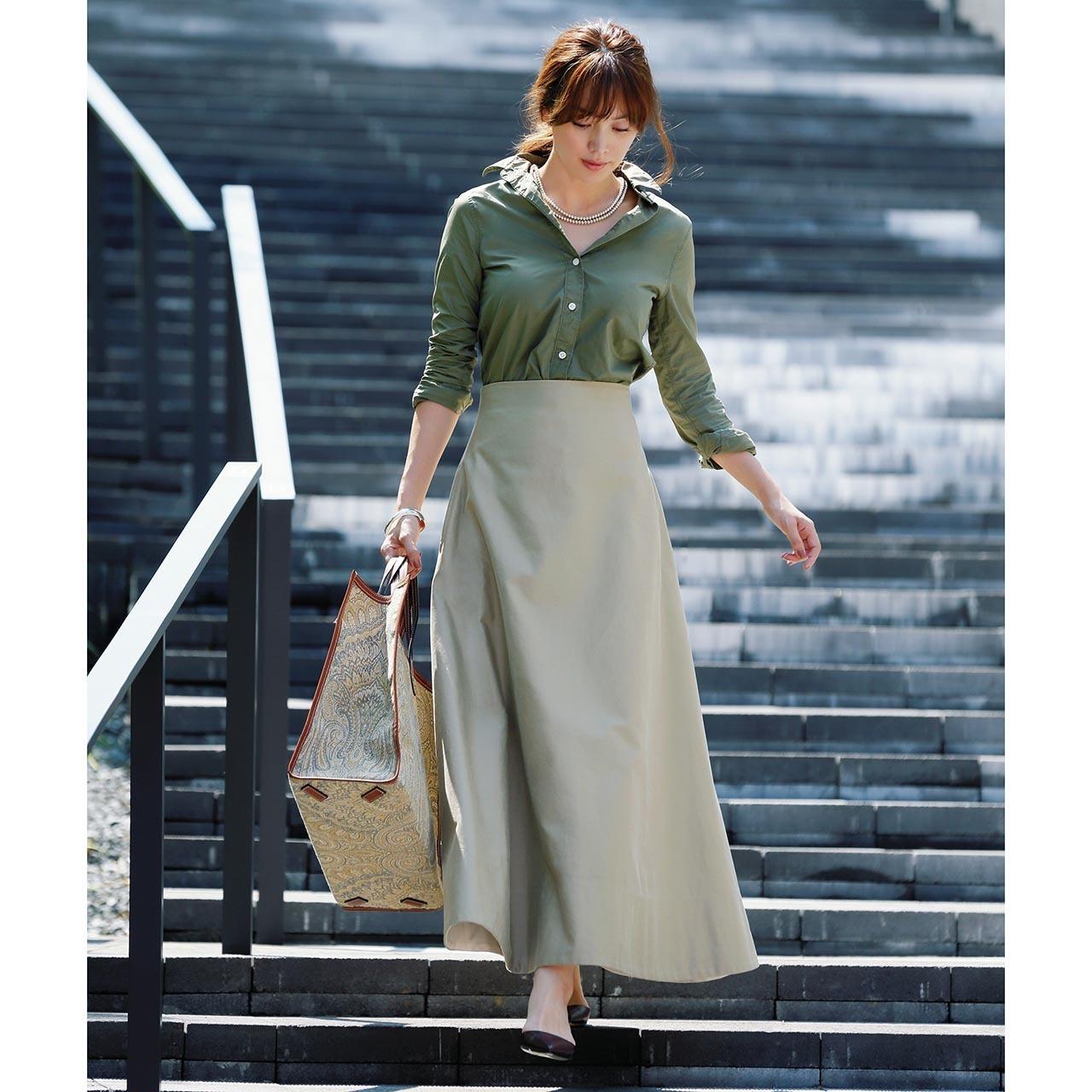 カーキシャツ×スカートのファッションコーデ