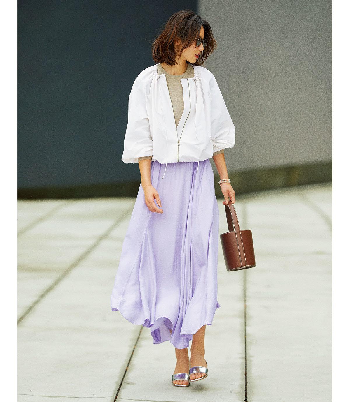 ブルゾン×きれい色スカートの羽織ものコーデ