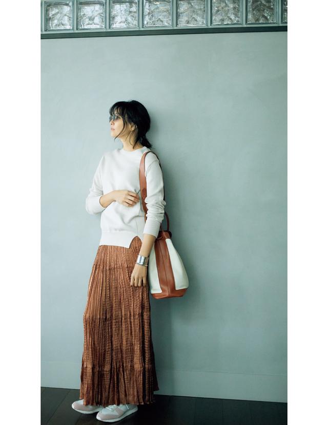 ツヤスカートのカジュアルダウンコーデのRINA