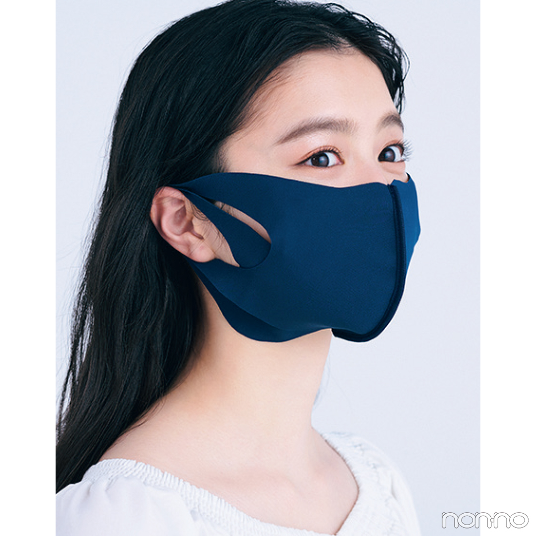 YA-MAN TOKYO JAPAN メディリフト フェイスリフトマスク ネイビーを使用する紺野彩夏