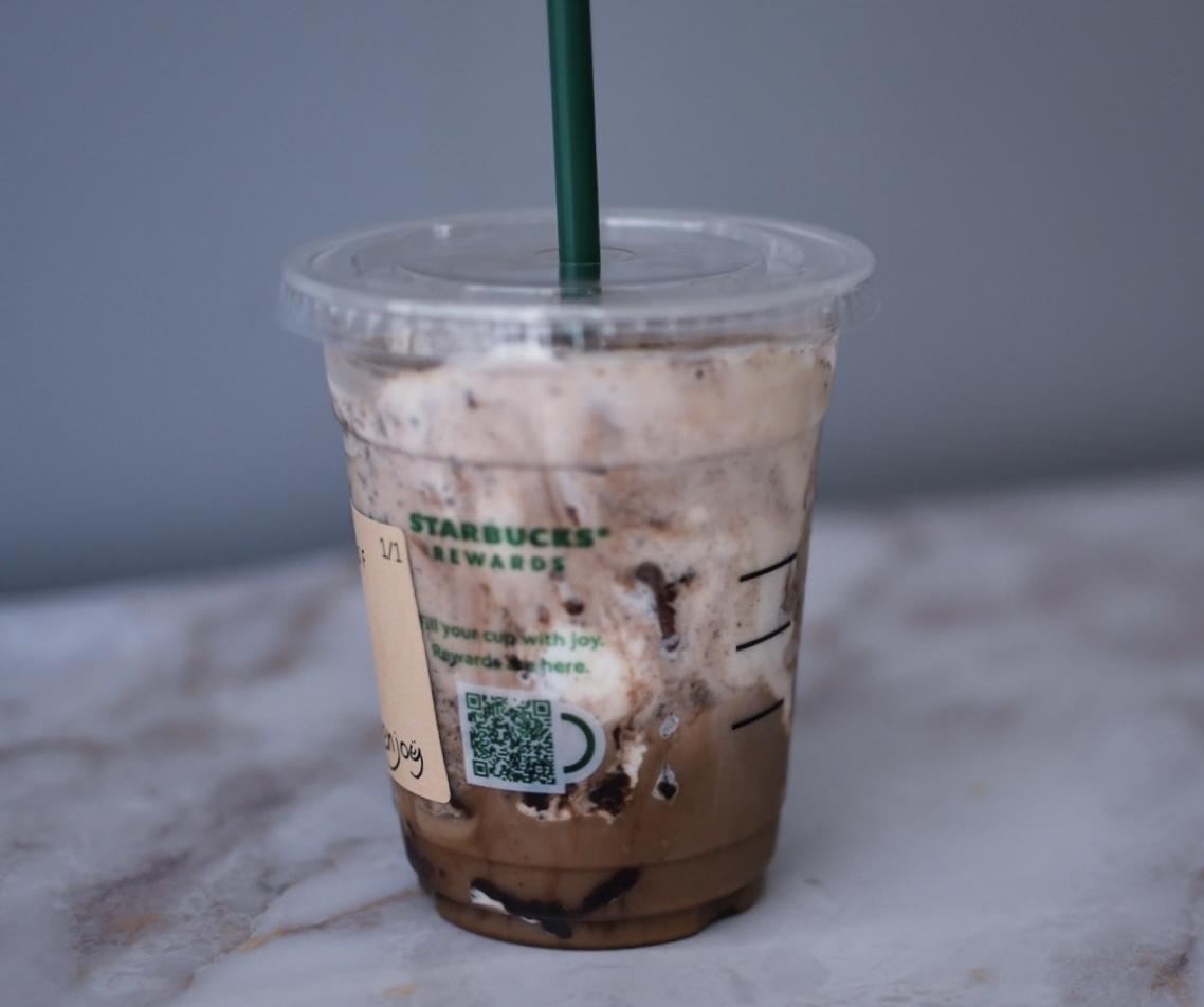 スターバックスコーヒーの「チャイ チョコレート フラペチーノ®」はチョコレートのザクザク感がおいしい