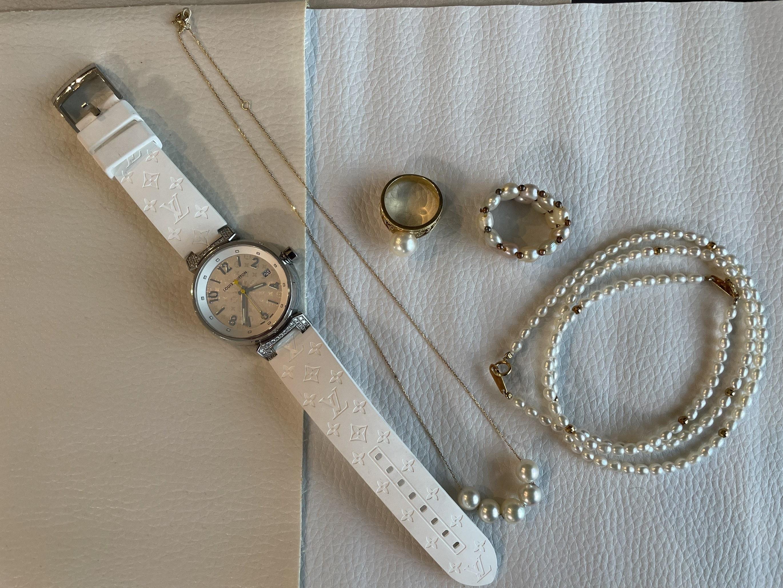 腕時計、パールネックレス、パールリング、パールブレスレット