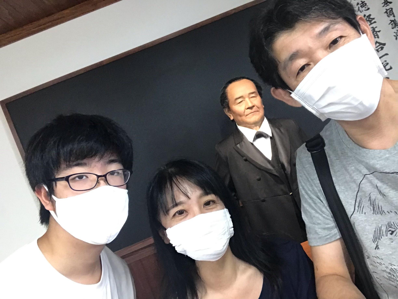 渋沢栄一アンドロイドと記念撮影/渋沢栄一記念館