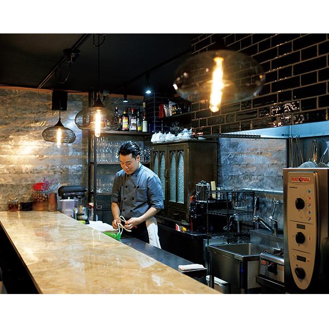 京都の梅小路京都西にあるカフェ「西洋茶屋 山本」のカウンター