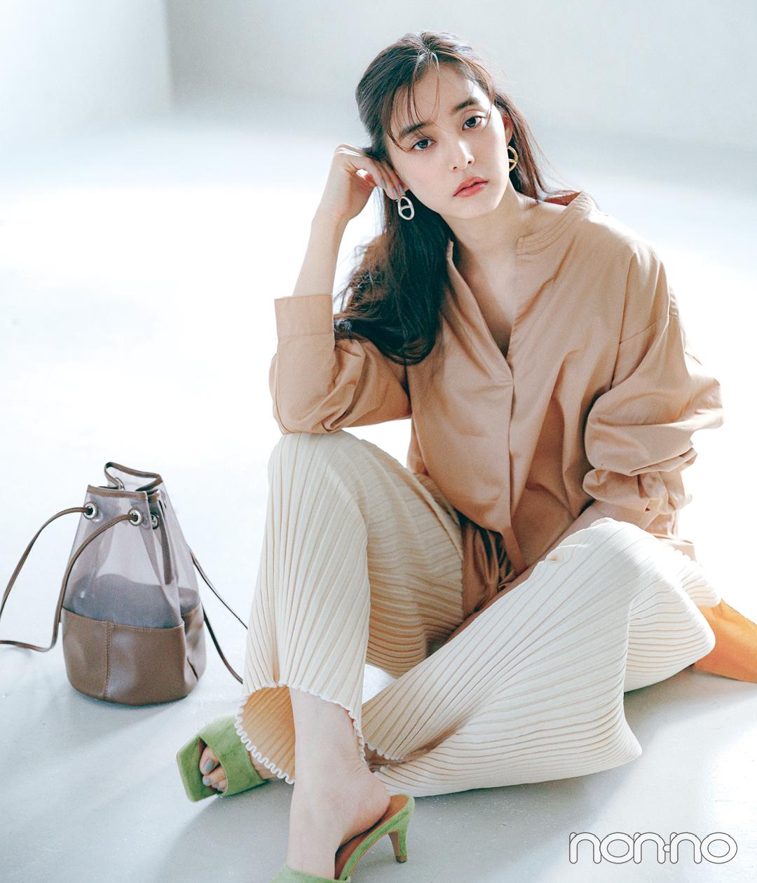 新木優子の盛れトップス(デコルテ魅せシャツ)のカット1